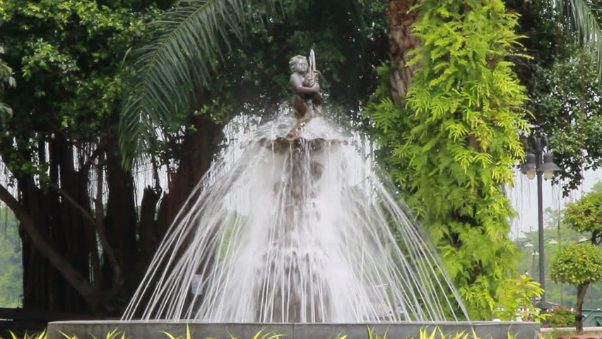 Fountains and cupids in park | Shutterstock HD Video #1010495360
