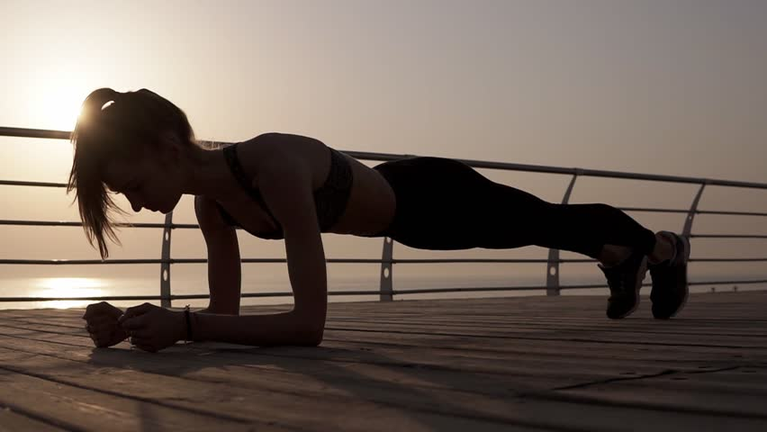 Plank atau Crunch yang Efektif Bakar Lemak Perut?