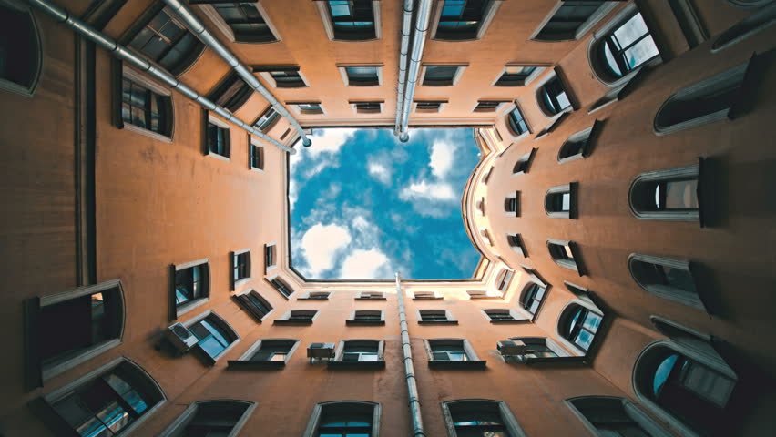 Famous city courtyards built in shape of well, timelapse