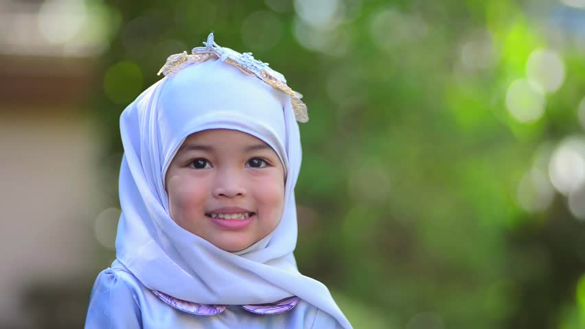 happy asian muslim little kid stockvideoklipp pa helt royaltyfria 1013005412 shutterstock happy asian muslim little kid stockvideoklipp pa helt royaltyfria 1013005412 shutterstock