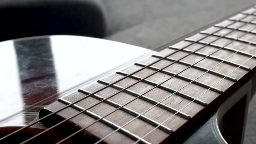 Guitar String Ringing in Slowmotion