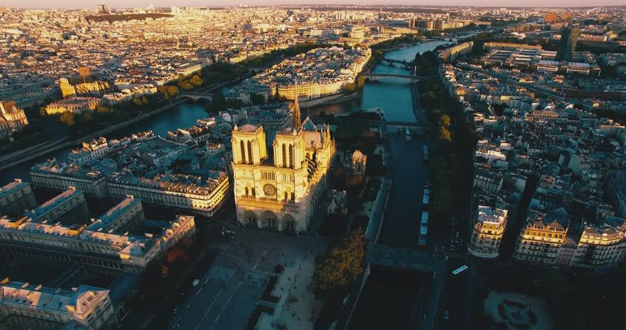 Aerial skyline of Notre Dame dalla Senna, Paris, France.