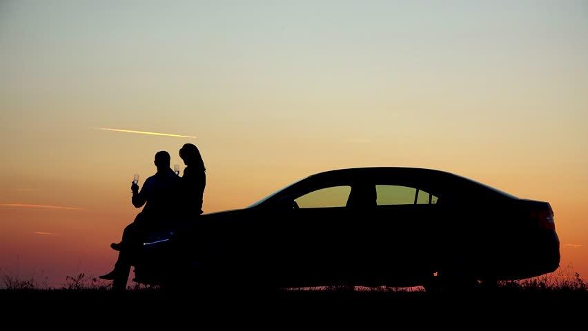 пацан с машиной на закате этой