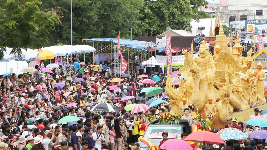 UBONRATCHATHANI, THAILAND - JULY 26: Unidentified Thai tourists and foreigners are appreciated candle aromatic procession in Ubonratchathani Candle Festival on July 26, 2017, UbonRatchathani, Thailand