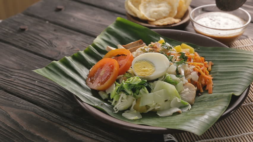 gado-gado delicious vegetable and rice cake with peanut sauce. traditional food Royalty-Free Stock Footage #1014255284