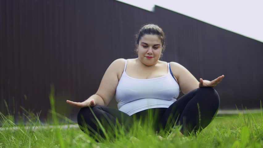 The fat girl is doing exercises