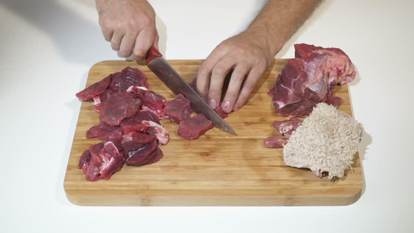 Cut to slice meat raw beef barf meal to  make barf meal for dog