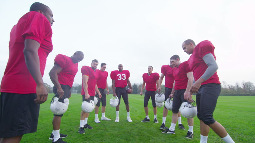 4K American football players in team talk, psyching themselves up for the game #10202363