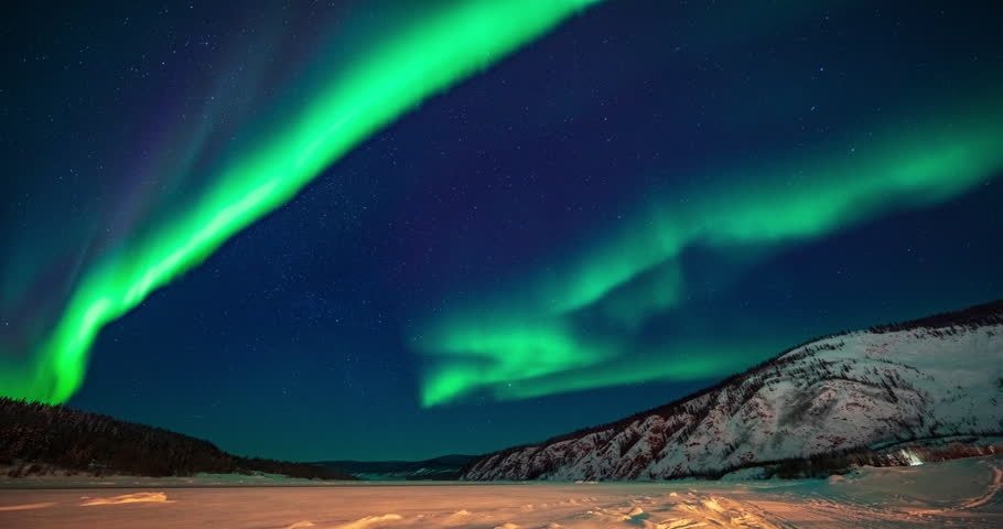 time lapse of northern lights over dawson city, yukon, canada. Royalty-Free Stock Footage #1024324412