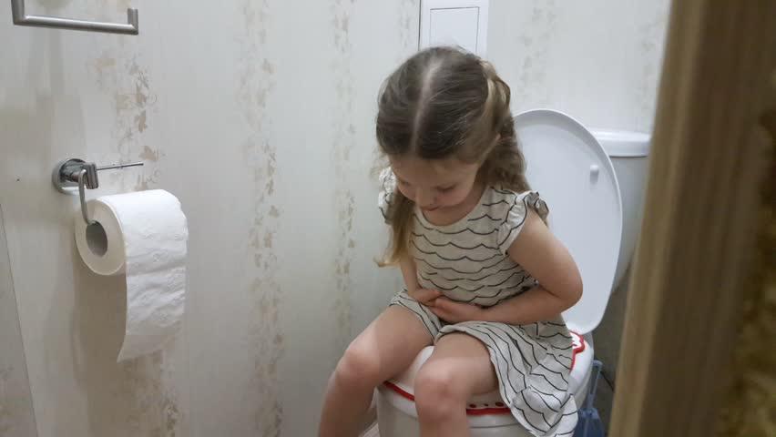 A Little Girl Sitting On: Video de stock (totalmente libre de regalías) 1025457515 | Shutterstock