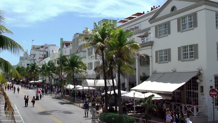 MIAMI BEACH - APRIL 07: Betsy Ross hotel in the Miami Beach Art Deco District (Ocean Drive aria).  April 07, 2015 in Miami Beach, Florida, USA