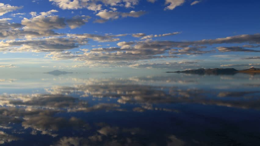 Timelapse uyuni lake blue sky with clouds in Bolivia
