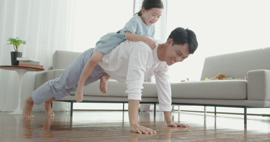 South Korea - August 8, 2018 : Dad carries his young daughter on his back and pushes-up.Daughter is happy and Daddy is hard. #1029525161