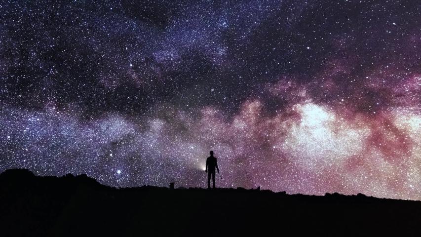 Timelapse night sky 4K - Man looking Milky Way Royalty-Free Stock Footage #1030126517