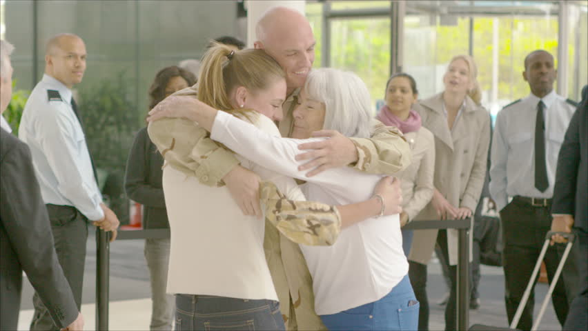 4K Happy reunion at the airport, a soldier returns home to the embrace of his family