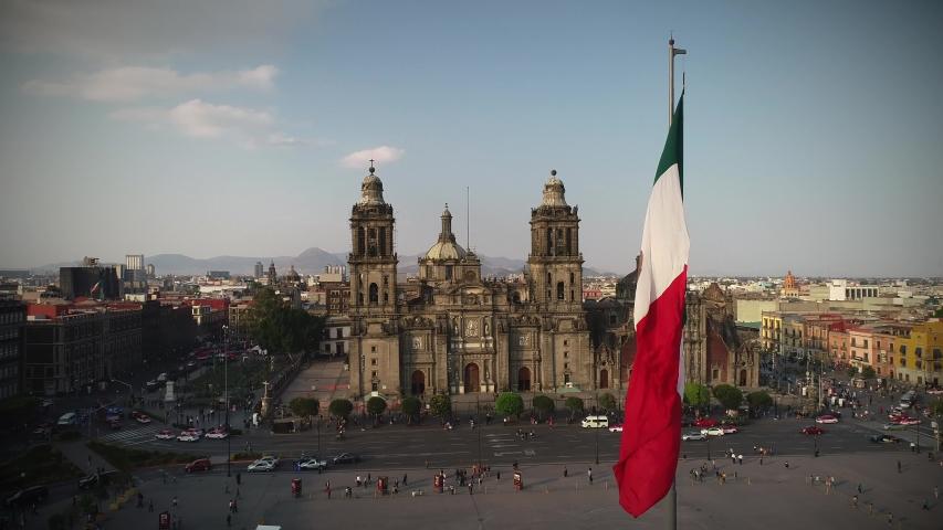 Bandera de Mexico en zócalo capitalino drone view