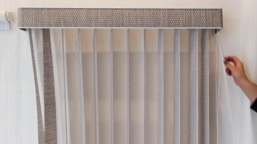Cara Membersihkan Vertical Blind Kain di Rumah