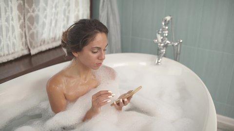 bubble bath girl hot nackt