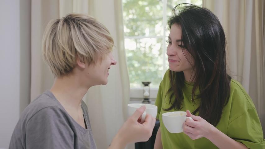 Hot Brunette Lesbian Hd 'brunette lesbian kissing'