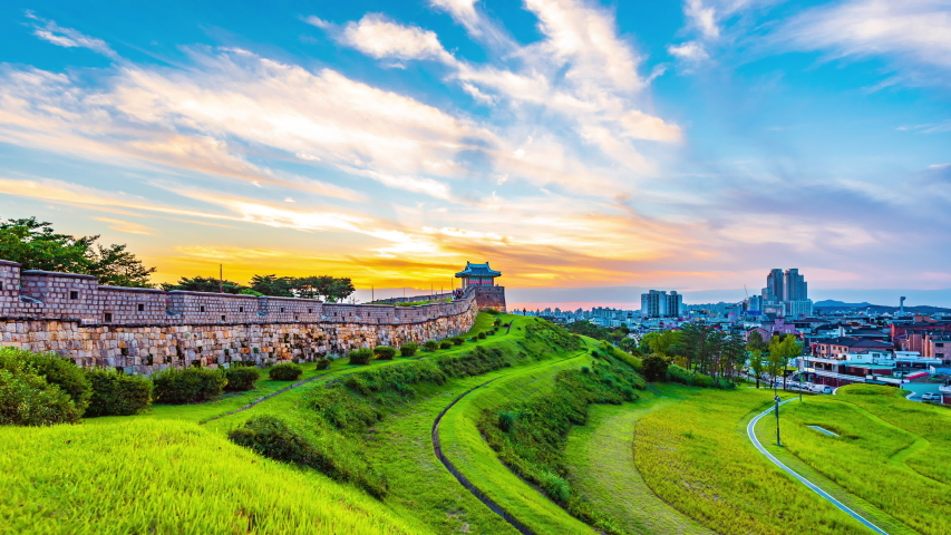 Time lapse day to night,Hwaseong Fortress in Suwon, Hwaseong Fortress is the wall surrounding the center of Suwon,South Korea.