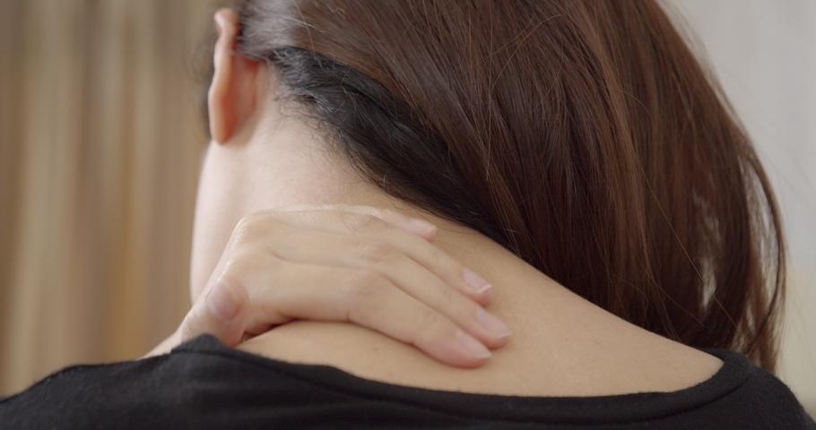 5 Ramuan Rumahan Mencerahkan Kulit Leher yang Gelap