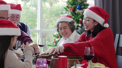 4K Slow motion: Asian Family are eating at home, celebrating Christmas and Happy New Year Which includes grandpa and grandma Parents and daughters sit happy together Activities that keep families warm