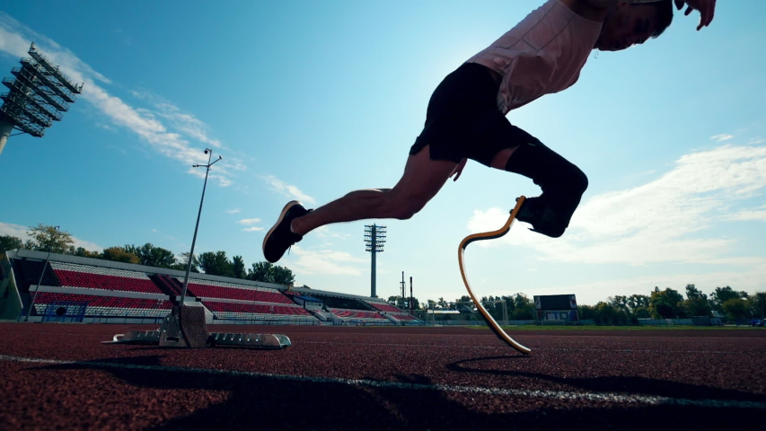 Sportsman with an artificial leg starts running in slow motion