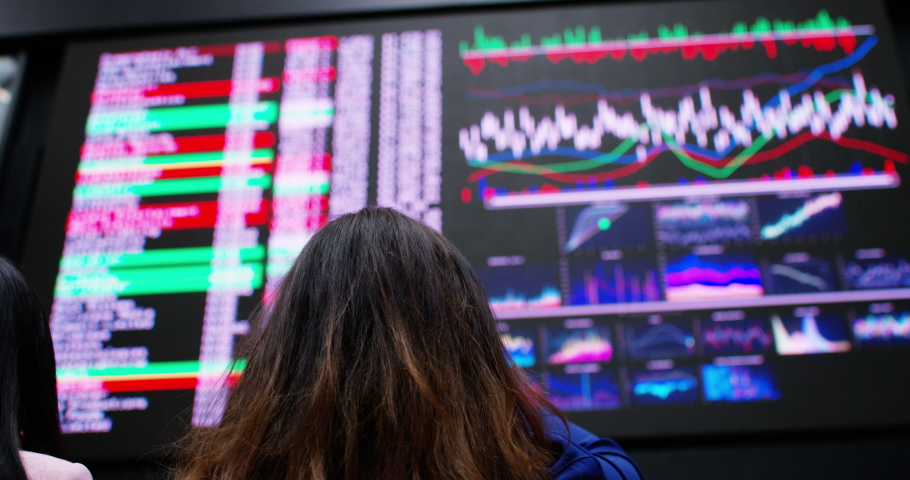 4K Female stock brokers buying & selling on the trading room floor Royalty-Free Stock Footage #1041317680