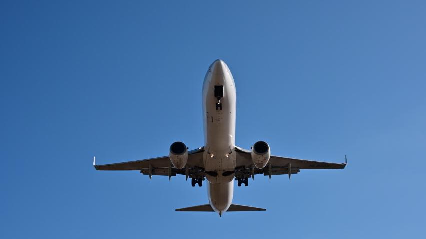 4K Airplane impressive landing flying overhead