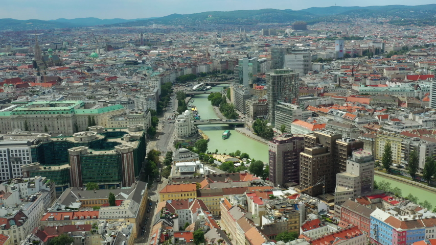 Sunny Day Flight Over Vienna」の動画素材(ロイヤリティフリー ...