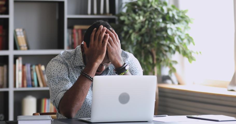 5 Cara Membantu Rekan Kerja yang Stres