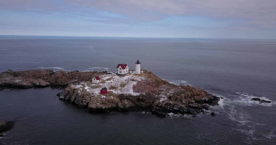 Drone parallax lighthouse in New Hampshire