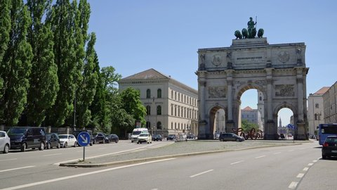MUNICH, GERMANY - JUNE 25, 2019: Pan of Victory Triumphal Arch of the Bavarian Army at day time, Munich, Germany. Traffic in Munich nearby Victory Arch.