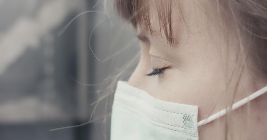 Cara Melindungi Kulit Wajah saat Memakai Masker Polusi