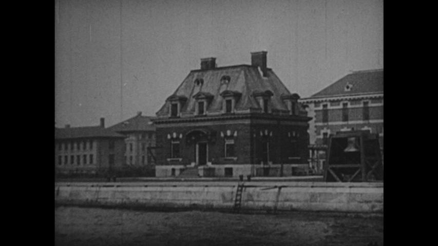 1920s: Statue of Liberty. Immigrants. Ellis Island. Boats.
