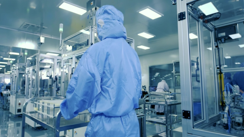 The staff took the Covid-19 vaccine to the people in a cart, which effectively produced antibodies to achieve herd immunity to inhibit the spread of the virus and thus save more people. Royalty-Free Stock Footage #1049519434
