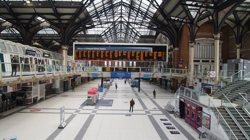 London lockdown, Liverpool St Station, 8th April, 2020. Liverpool Street Station in the afternoon, the concourse is very quiet with only a few commuters. Coronavirus, Covid-19 outbreak.
