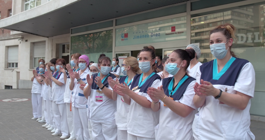 (traveling movement )medical personnel of the Fundación Jimenez Diaz Hospital in Madrid applauding the state of alarm in Spain for COVID-19. Filmed on May 7, 2020.