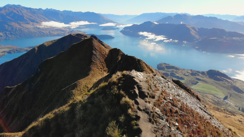 Amazing view from Roys peak in wanaka New Zealand, great landscape in wanaka Roys peak, New Zealand landmarks, place to go in wanaka, aerial view over new zealand