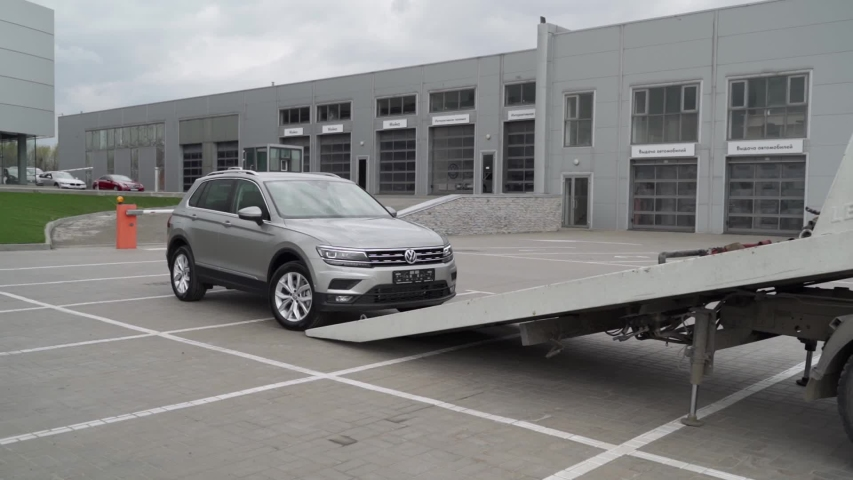 ROSTOV-ON-DON, RUSSIA - APRIL 16, 2020: brand new Volkswagne Tiguan is being loaded onto a flatbed tow truck. Volkswagen official dealer.