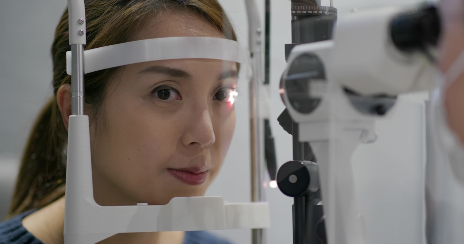 Woman check her eye in clinic