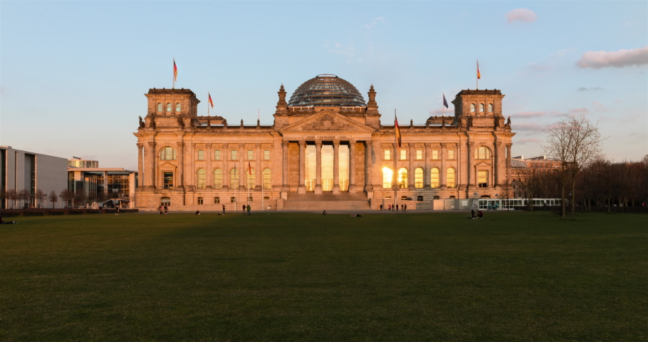 Colorful day to night timelapse transition at Berlin Reichstag government building