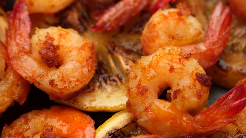 fried shrimps with lemon top view rotating. closeup Royalty-Free Stock Footage #1054399727