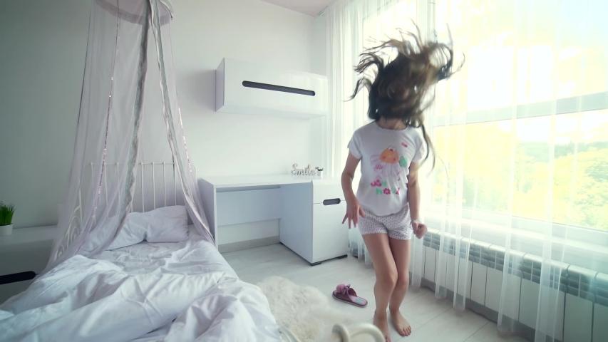Happy Cute Caucasian Little Girl Stock Video 100 Royaltyfri 1054408667 Shutterstock
