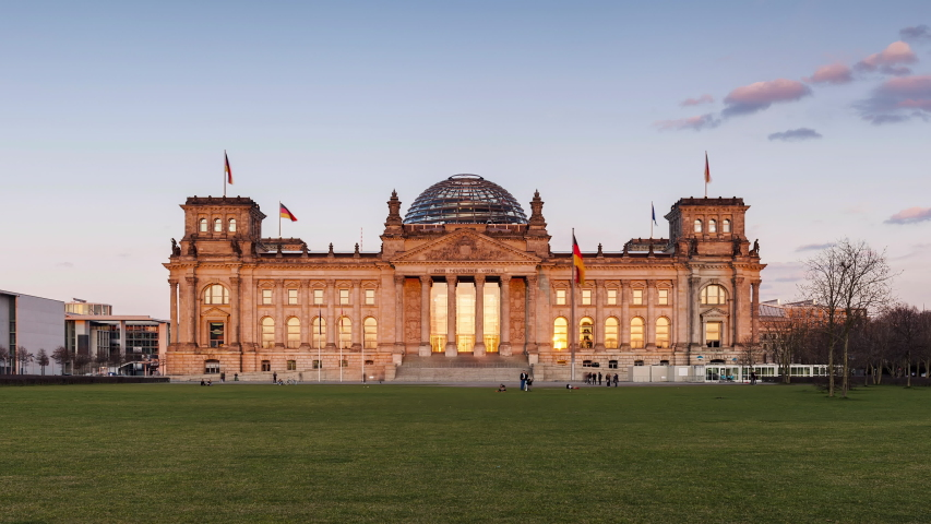 Day to Night Time Lapse of Reichstag Building, Berlin, Germany