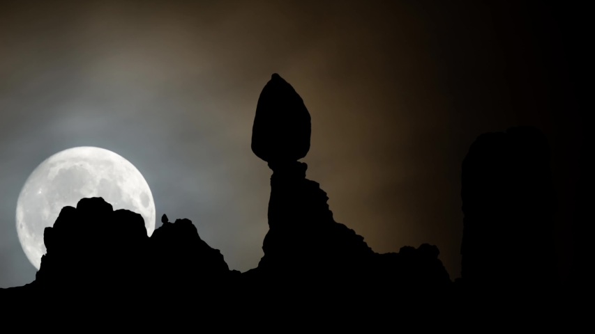 Balanced Rock by Night, Time Lapse with Big Full Moon in Arches National Park