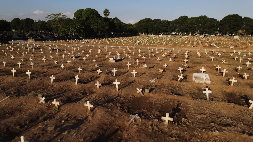 The oldest and largest cemetery in Rio de Janeiro in operation in the port region, the cemetery of Caju receives daily victims of COVID_19 during this Pandemic 2020_05_20