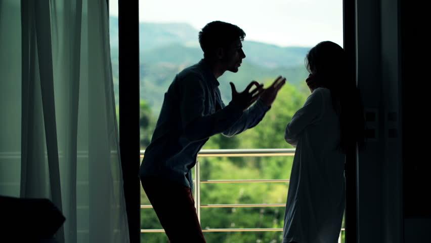 6 yang Dilakukan Pria Saat Merasa Terancam oleh Wanita