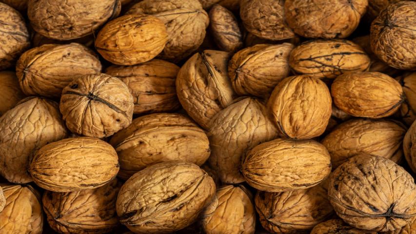 Makan Kacang Kenari Dapat Menurunkan Kolesterol Jahat LDL