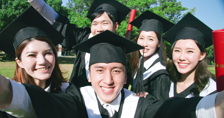 slow motion of group happy graduates students use mobile phone to take selfie together Royalty-Free Stock Footage #1056124976